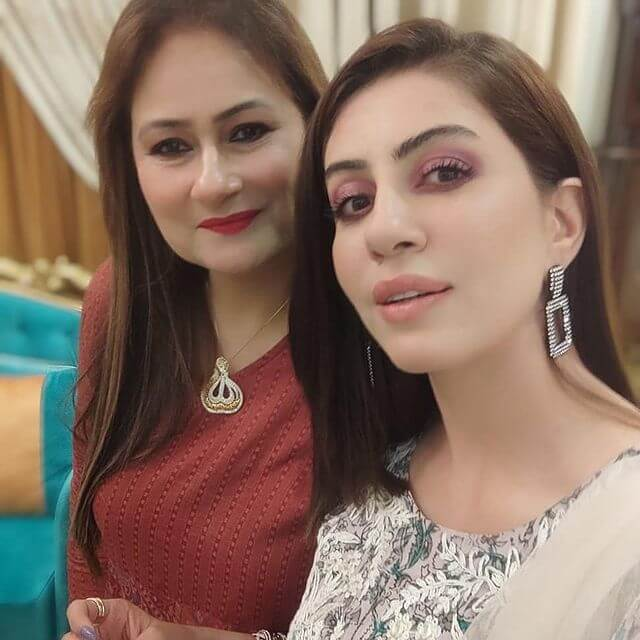 Saba Faisal Eid Pictures With Family