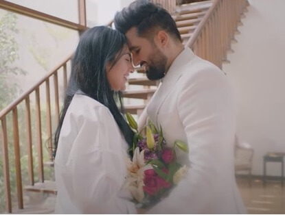 Sarah Khan First Song - People Loved It