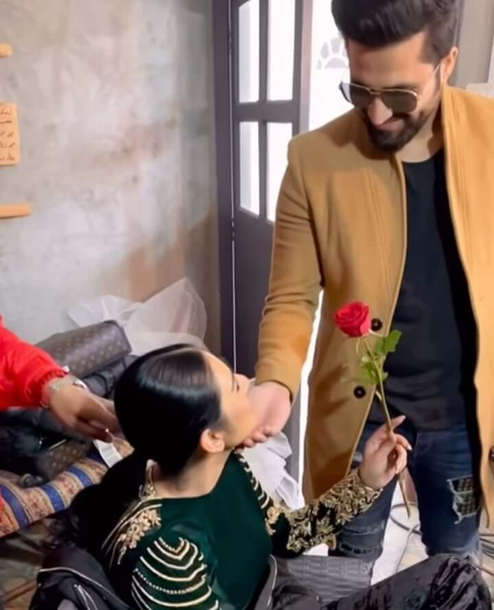 Falak Shabir surprised wife with red rose