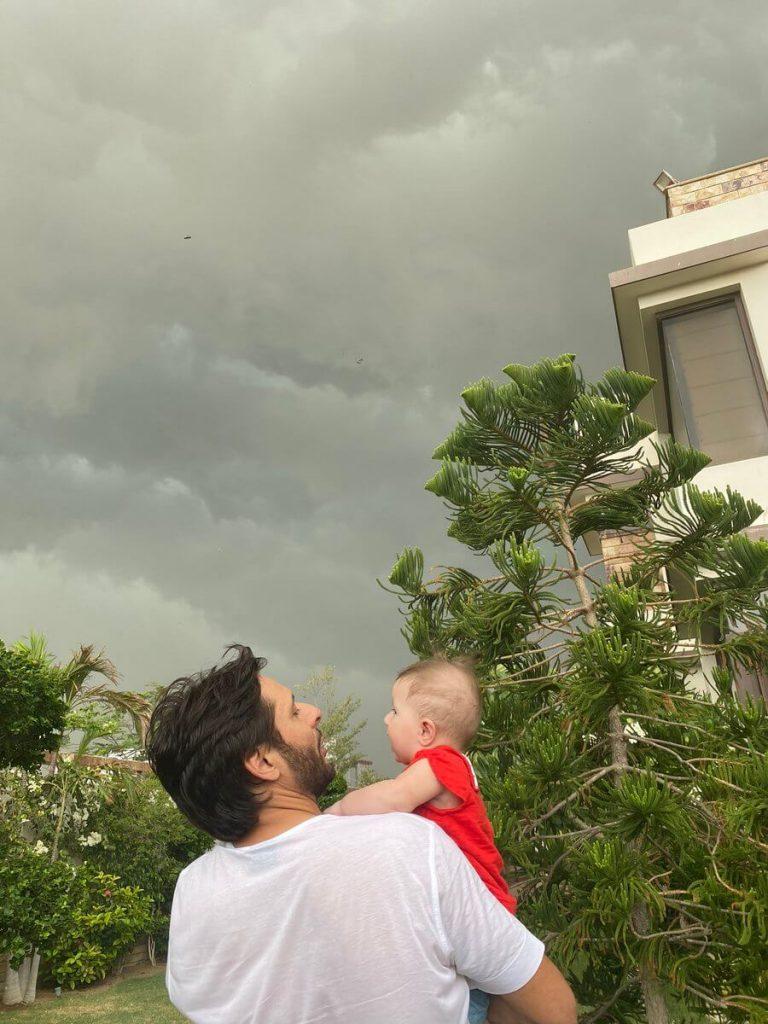 Shahid Afridi enjoys rains with his daughter Arwa