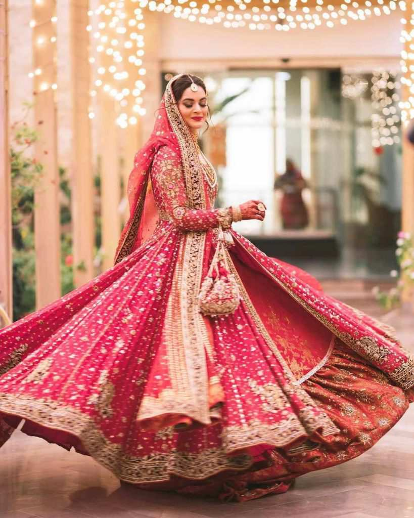 Aiman Khan gets emotional remembering her late father on sister's wedding