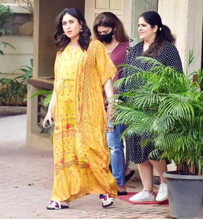 Beautiful Pictures of Ayeza Khan And Kareena Kapoor Wearing Same Dress