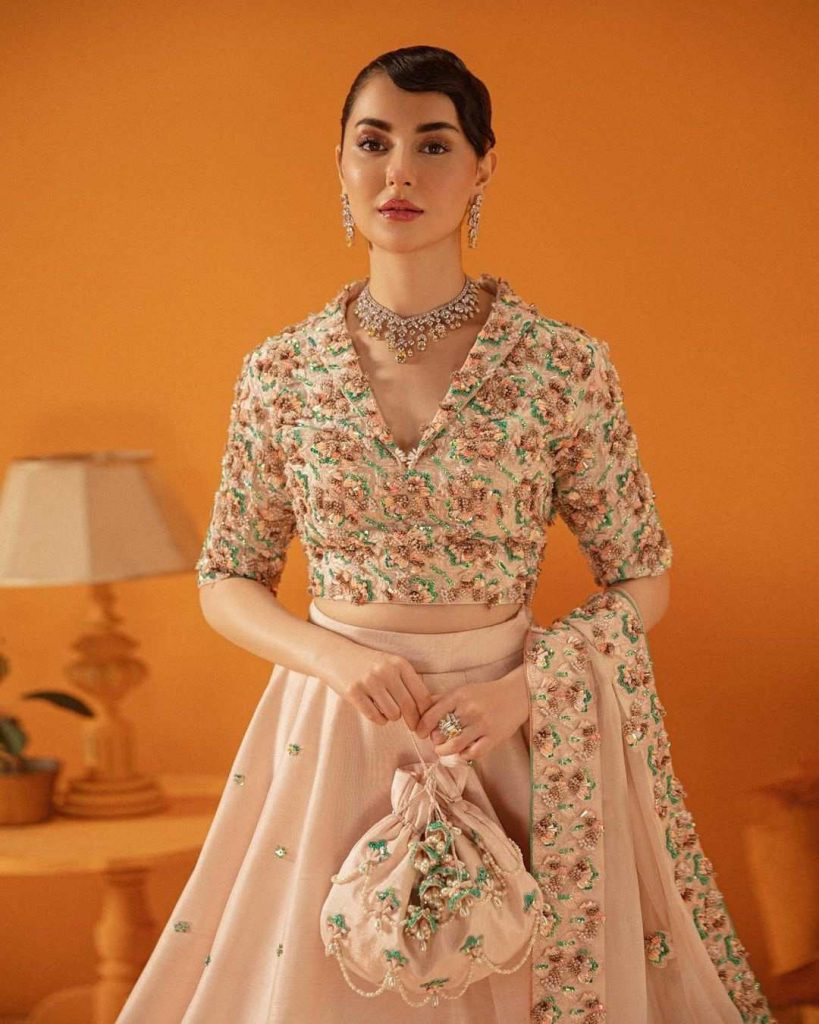 Hania Amir is Looking Extremely Gorgeous in her Latest Pictures