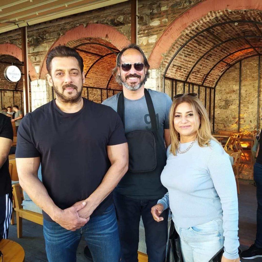 Beautiful Clicks of Mariam Mirza With Her Best Friend Salman Khan