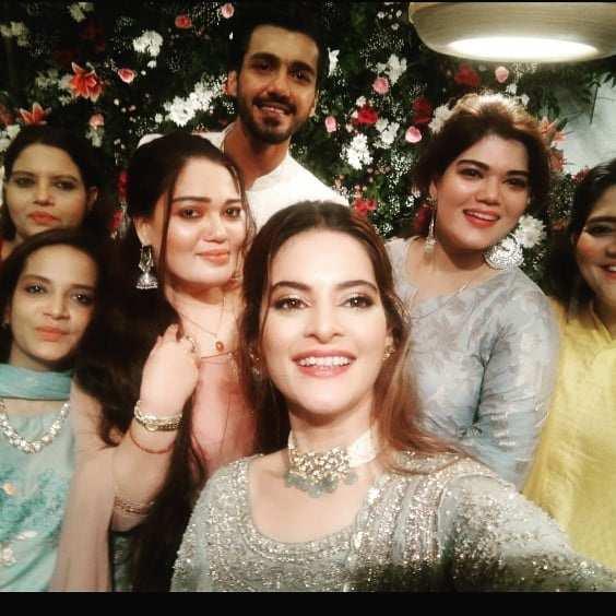 Photo: Minal Khan snapped with phupo Shakeela and cousins