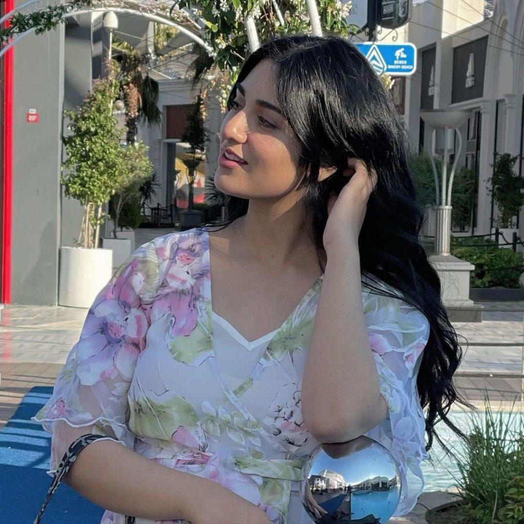 Sarah Khan's beauty glows in latest snap