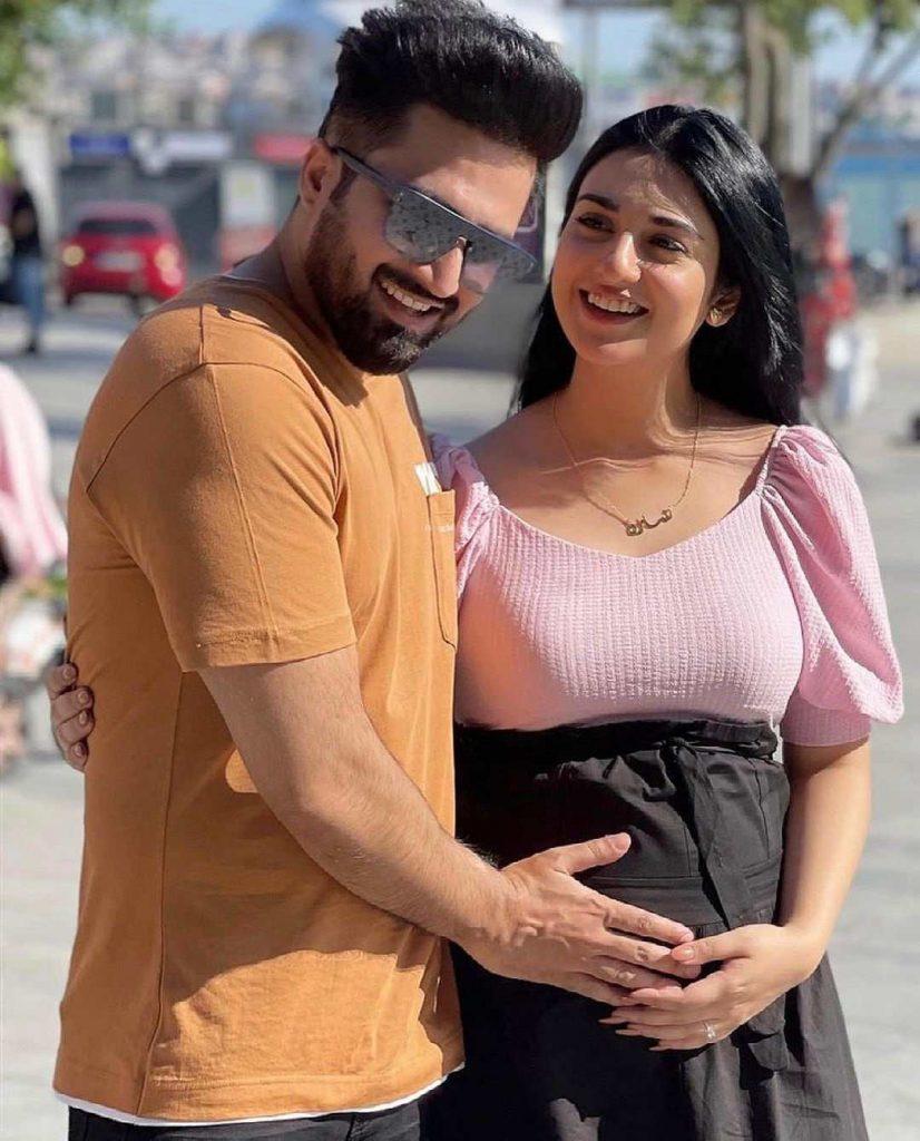 Sarah Khan reveals she's '30 weeks' pregnant in glowing selfie