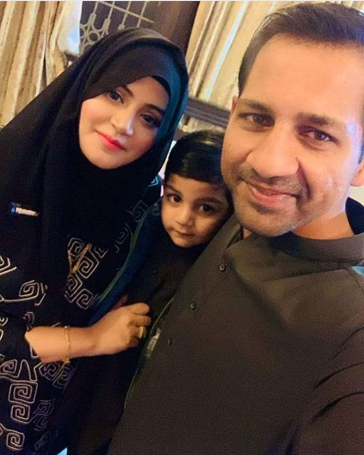 Sarfaraz Ahmed With His Wife And Kids - Latest Pictures