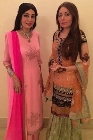 Sharmila Farooqi Mother Who Look Like Sisters Are Actually Mom And Daughter
