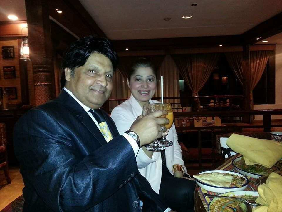 Latest Pictures of Umer Sharif With His Wife