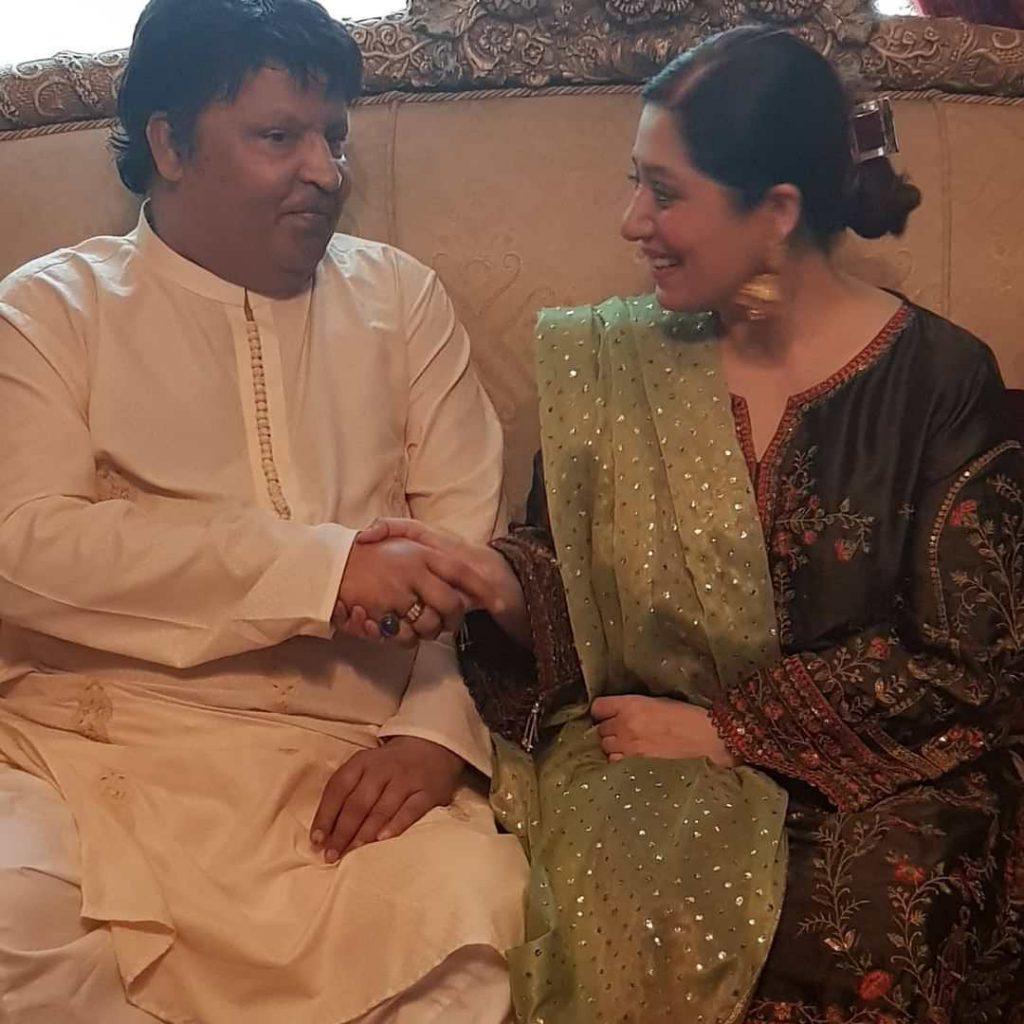 Umer Sharif's wife Zareen Ghazal requested prayers