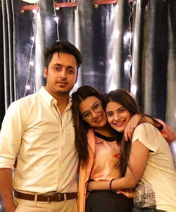 Zara Noor Abbas New Pictures With Husband