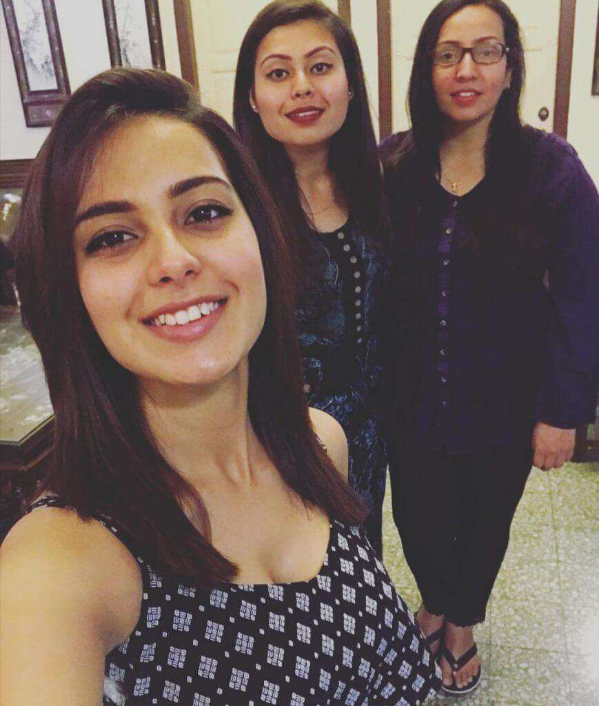 Iqra Aziz With Her Little Sister-Exclusive Pictures