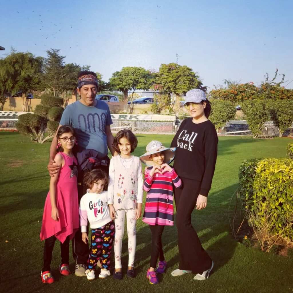 Adnan Shah Tipu With His Beautiful Wife And Daughters