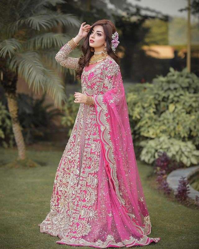 Alizeh Shah looks like a Disney princess in her new pictures!