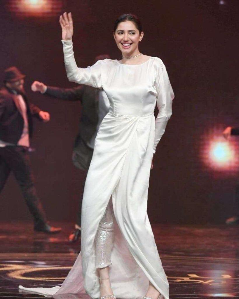 Mahira Khan's performance at LSA 2021 in Pakistan