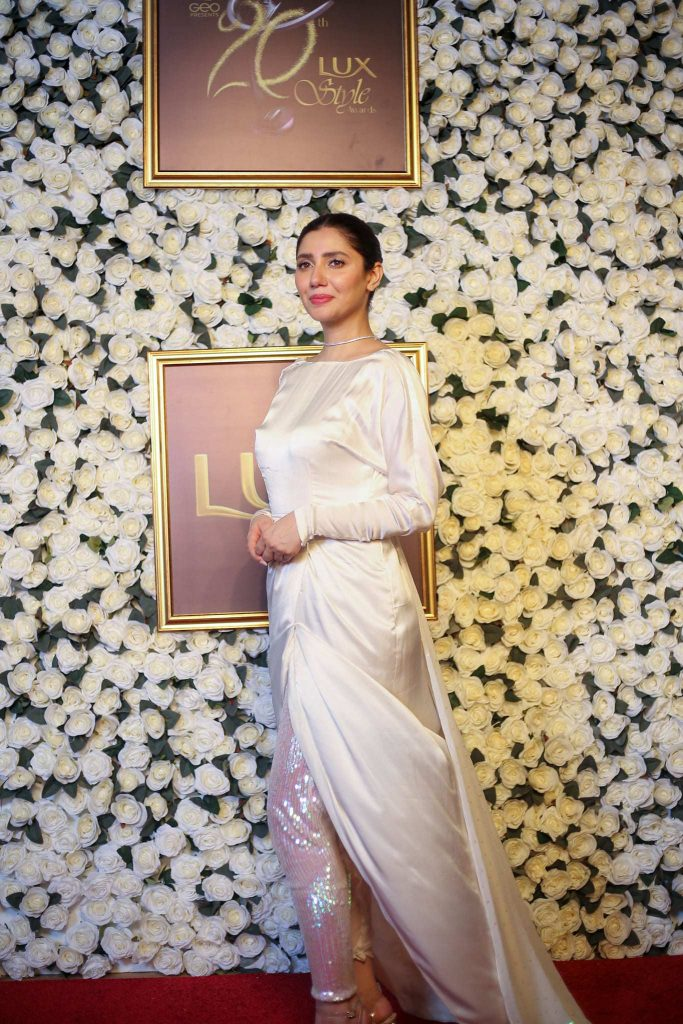 Images: Mahira Khan dazzle at Lux Style Awards 2021