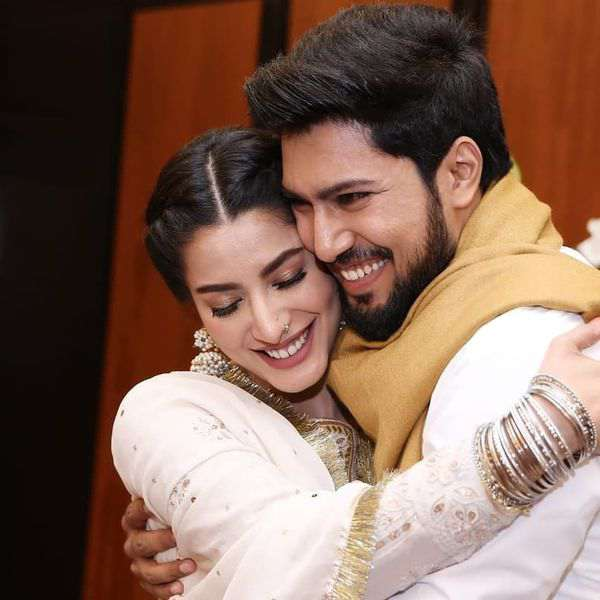 Mehwish Hayat, Ahsan Khan chemistry at Lux Awards 2021 is palpable. See pic