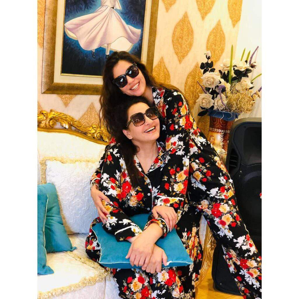 Saba Faisal and daughter look adorable in matching outfits