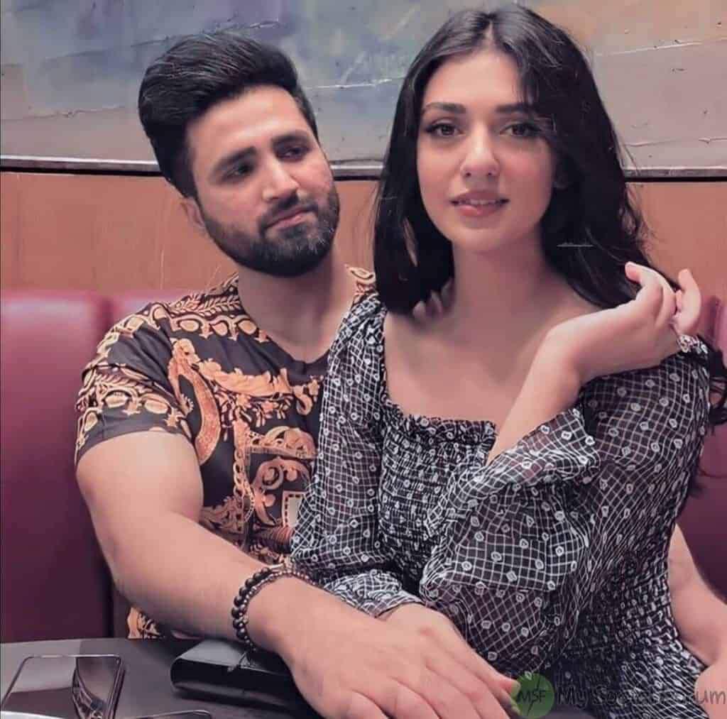 Falak Shabir reciting Azaan in baby daughter's ear wins internet